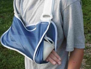 Verletzter Arm in Gips.