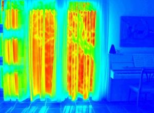 Die Wärmebildkamera macht Temperaturunterschiede sichtbar.