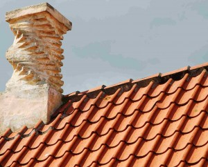 Ein Dach aus Tonziegeln.
