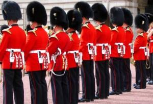 Soldaten vor dem Buckingham Palace.