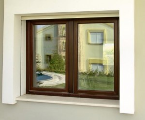 Modernes Fenster aus Holz.