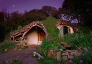 Das Hobbit-Haus verschmilzt mit der Umgebung.