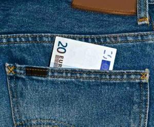 20 Euroschein in einer Jeanstasche.