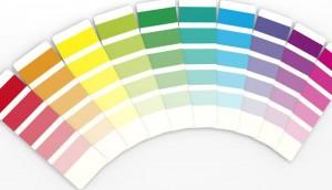 Farbkarten als Fecher ausgelegt.