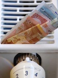 Moderne Heizungen können gefördert werden. Heizung mit Geldscheinen.