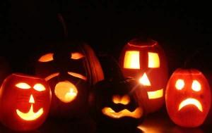 Ob lustig oder gruselig, leuchtende Kürbisse gehören einfach zu Halloween.
