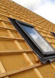 Fachgerecht eingebautes Dachfenster.