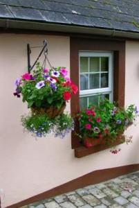 Auch dei widerstandsfähigste Fassade muss von Zeit zur Zeit neu gestrichen werden.