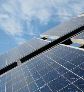 Mit Solarenergie lassen sich sowohl Strom, als auch Heizwärme ernzeugen.