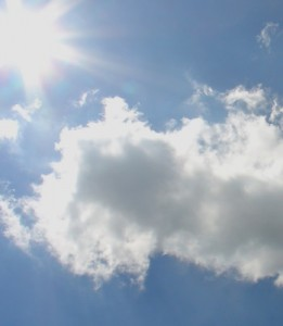 Wärmepumpen können durch die Kombination mit Sonnenkollektoren von der Energie der Sonne profitieren.