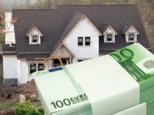 Beim Hausbau muss die Baufinanzierung stehen, damit das Projekt nicht zum Albtraum wird.