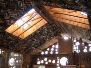 Die Deckenverkleidung besteht im Tree House aus alten Bilderrahmen. Foto: The Phoenix Commotion