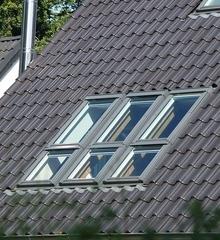 Gerade bei Dachfenstern ist ein funktionierender Sonnenschutz wichtig.