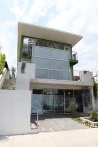 Das Venice Beach House vereint Wohnraum und Handel.