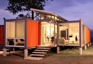 Trotz Metall wirkt das Haus warm und gemütlich.