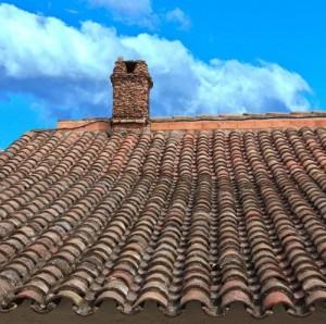 Um Schäden rechtzeitig zu entdecken und die Folgen zu vermeiden, sollte das Dach regelmäßig kontrolliert werden.