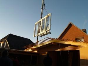 Beim Einbau neuer Fenster sollten die Kosten für die Montage, der Ausbau der alten und deren Entsorgung mit einklalkuliert werden.