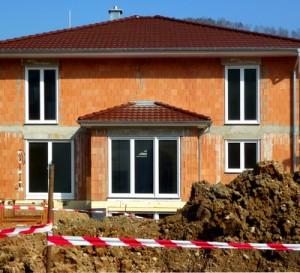 Beim Neubau oder der Modernisierung lohnt es sich, auf Energiesparfenster zu setzen.