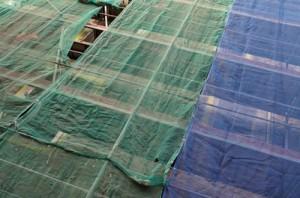Baugerüst, dass zum Verputzen der Fassade aufgestellt wurde.